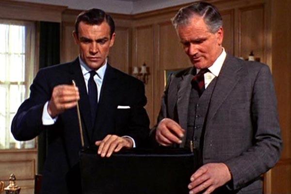 bond-gadgets- briefcase-19-1012-de