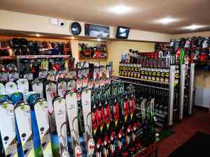 Ski hire in Poiana Brasov at R&J Ski rental shop & school