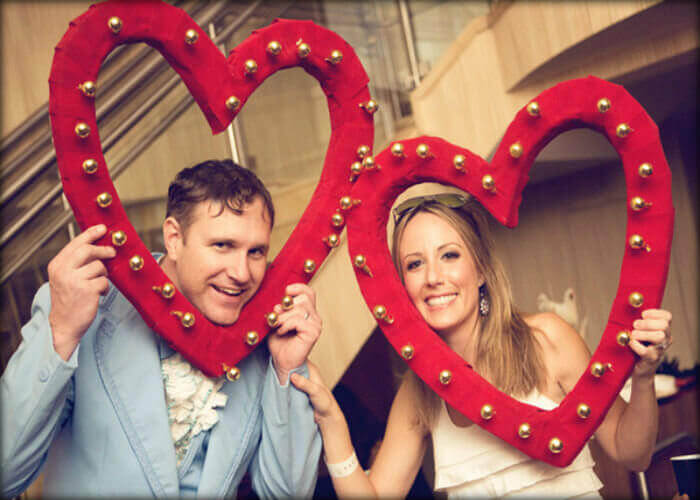 7 Valentines Day Couple Photoshoot Ideas With Awesome Props