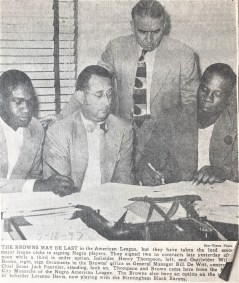 Hank Thompson and Willard Brown signing contracts
