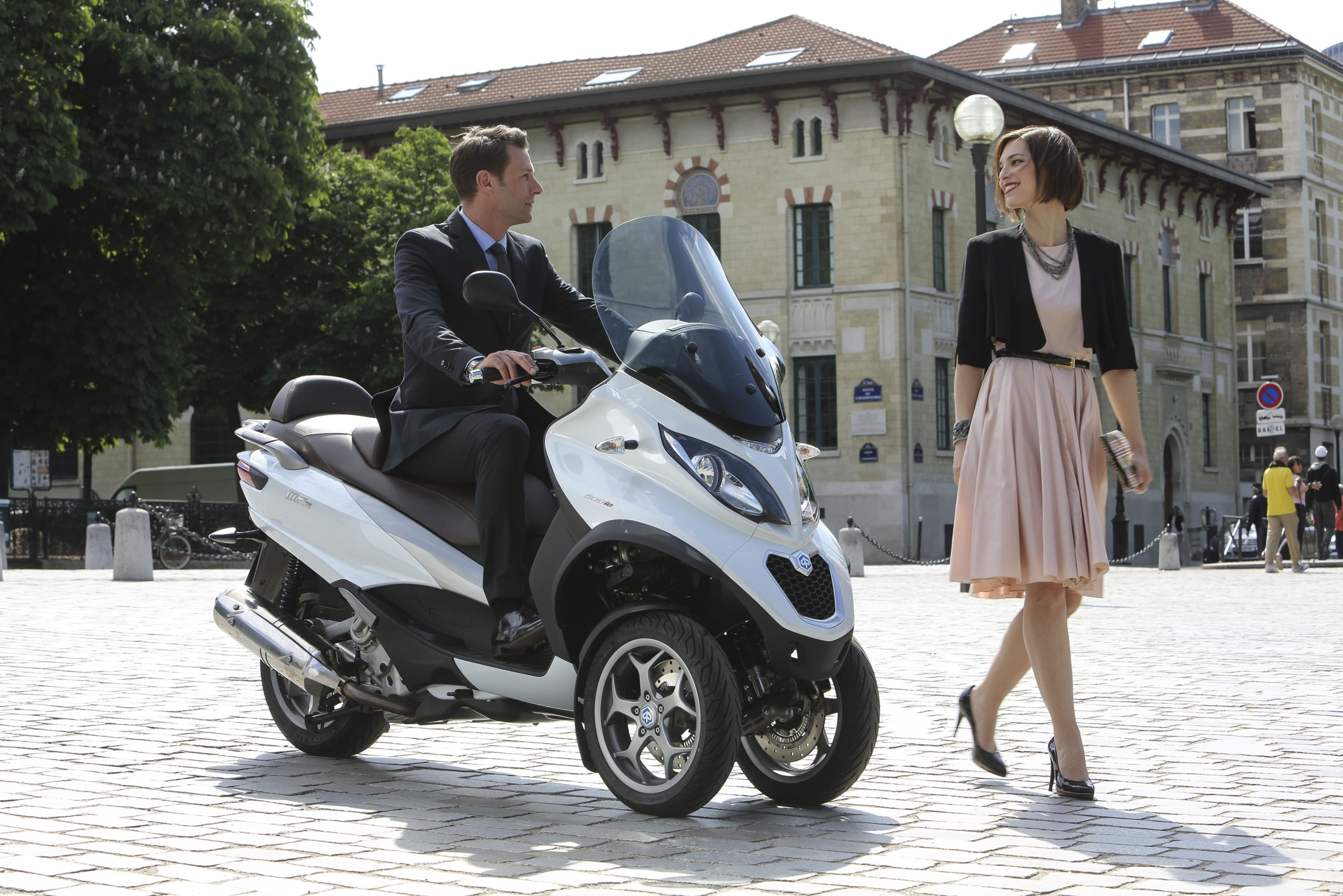 piaggio updates the mp3 500, adds abs/asc   scooterfile