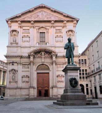 facciata di S.Fedele e statua Manzoni