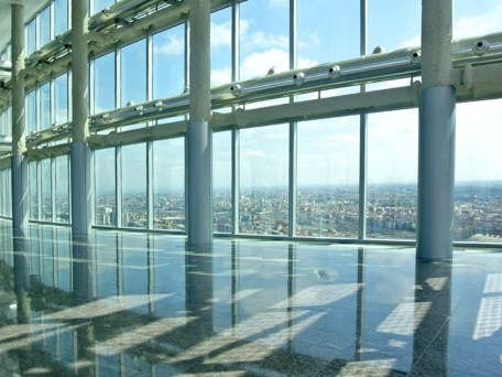 il Belvedere con Milano dall'alto