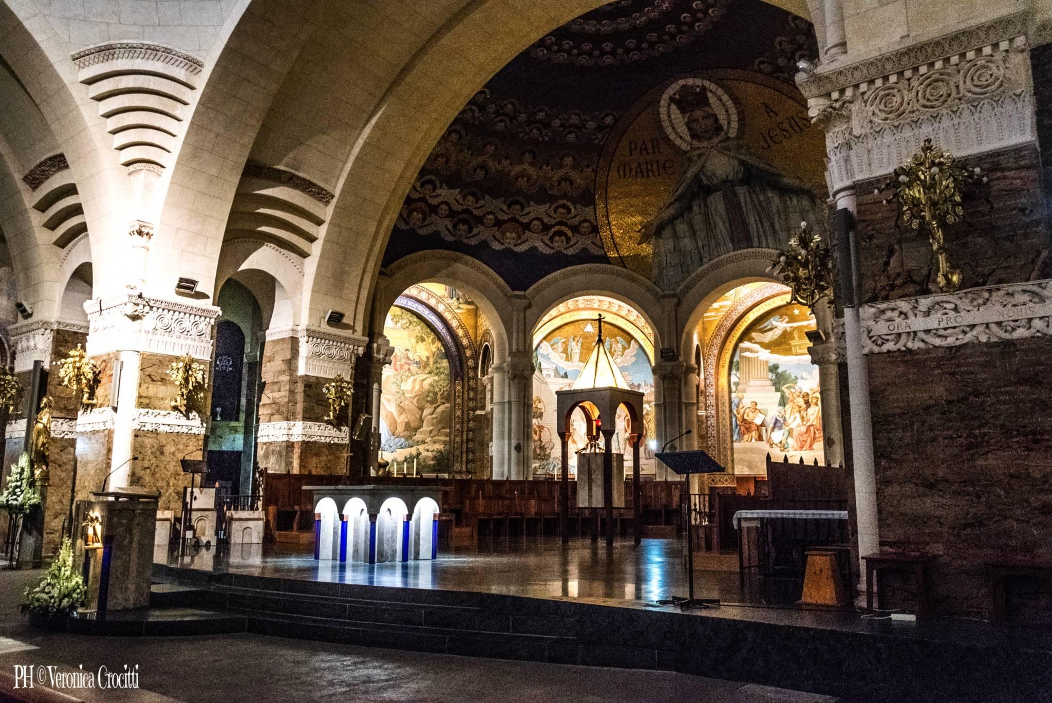 Basilica di Nostra Signora del Rosario, Santuario di Lourdes, Francia