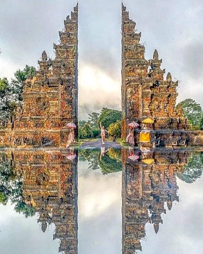 Porta del Paradiso di Twin Lake - Bali, Indonesia