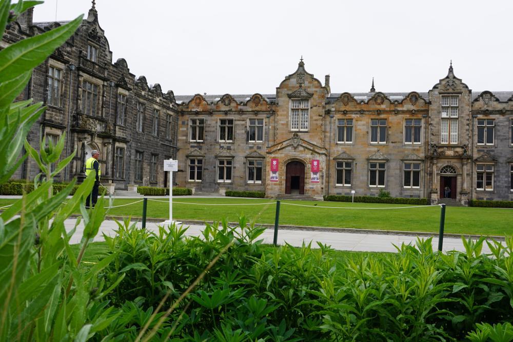 Kenaikan kasus COVID-19 di lingkungan universitas di Inggris
