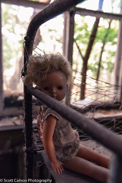 new-chernobyl-pripyay-doll-travel-urban-photography-8