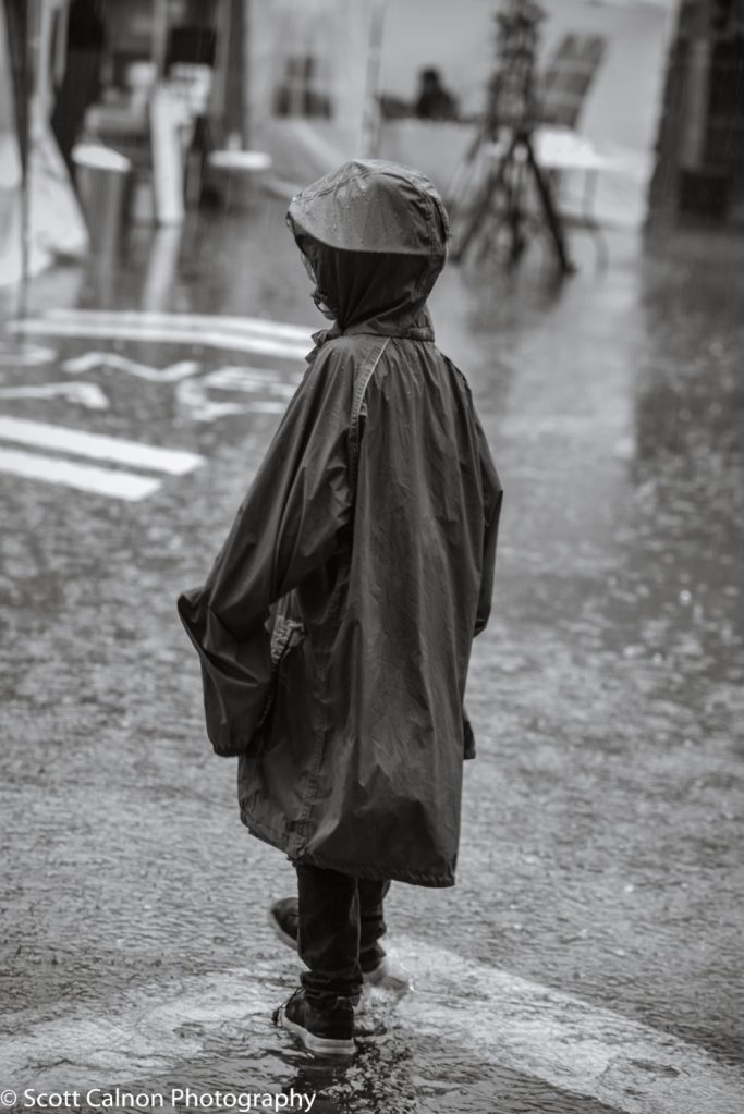new-girl-rain-travel-urban-photography-5