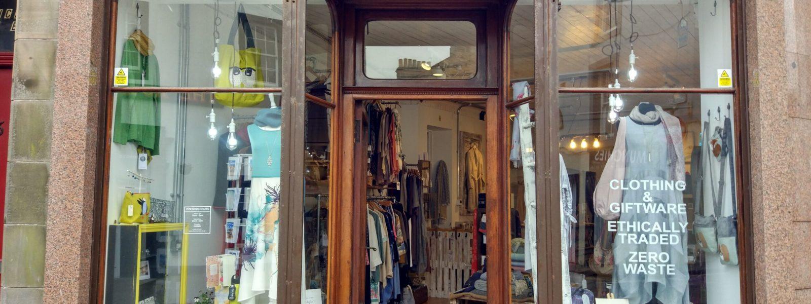Dos Mundos shop window
