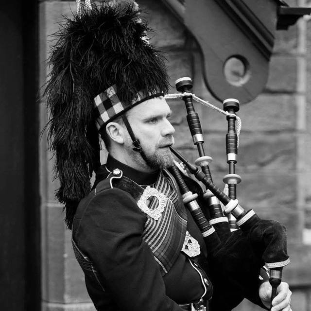 Ed Arnold yorkshire bagpiper