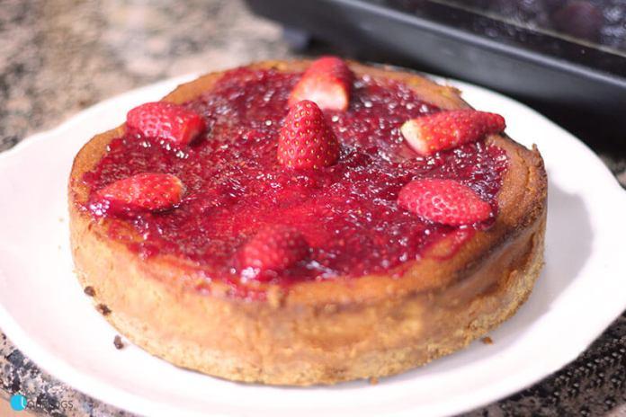 Tarta de queso al horno con fresas