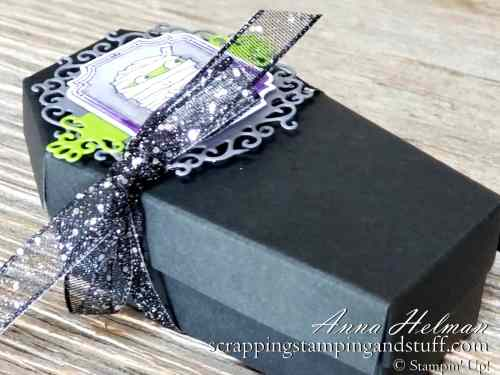 2019 Stampin Up Holiday Catalog Sneak Peek! Stampin Up Spooktacular Bash Halloween card idea and Coffin Treat Boxes!! These would be amazing for a Halloween party or Halloween treats!