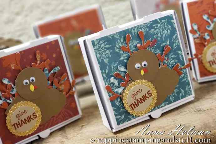 Cute DIY turkey treats Thanksgiving treat boxes! Make perfect table toppers, table decorations, or place cards!