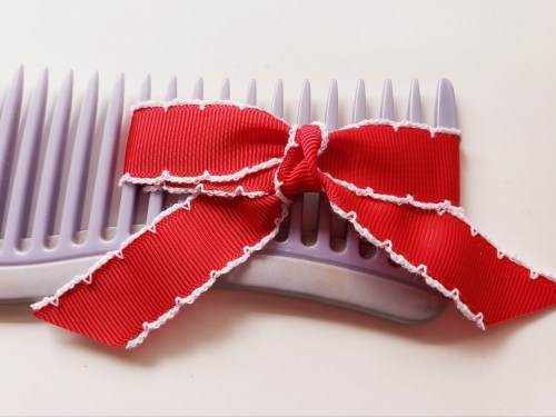Learn how to tie a bow for cards - 10 tips for tying a perfect bow every time!