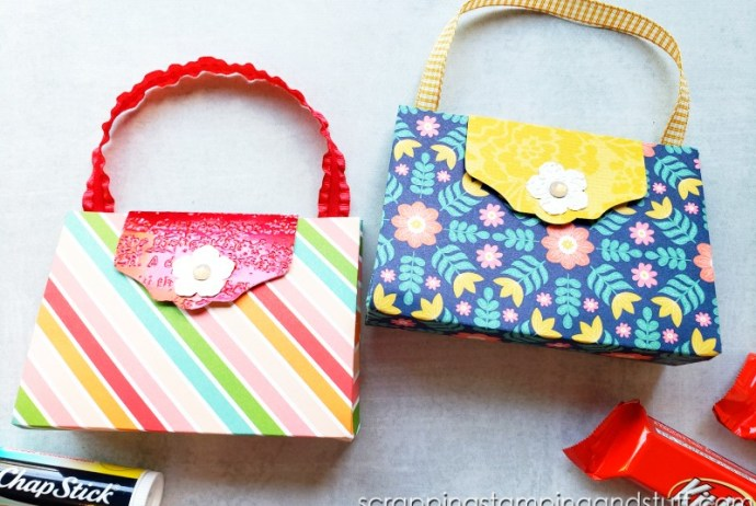 Click for the full tutorial for this tiny purse treat holder - the perfect packaging for lip balm, candy, jewelry, or other small treats!