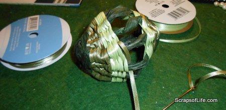Halfway woven mini-egg basket