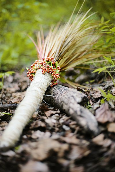 Sheath bouquet | image via Wedding Wire | Photography by Eternal Reflections Photography