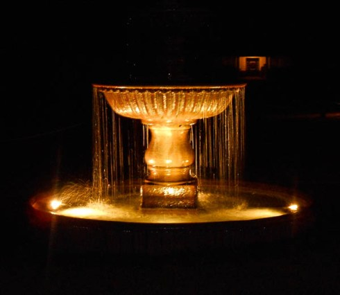 (personal picture) The fountain was so beautiful at night--it would make a great backdrop for an evening event, too!