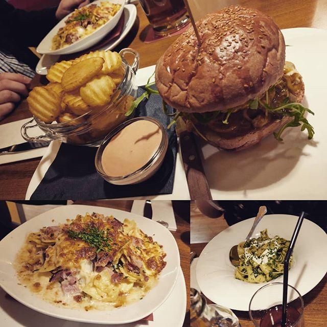 #burger #schinkenfleckerl #pasta #dolcevita #kauundschluck #happahappa #essen #food #chickenburger #dollarchips