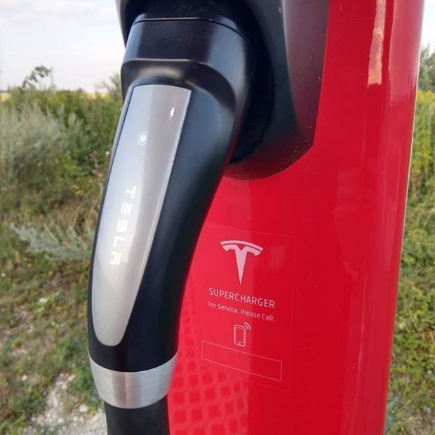 You have problems with the supercharger? Please call this invisible number! #tesla #teslamodels #teslamotors #teslas #supercharger @teslamotors