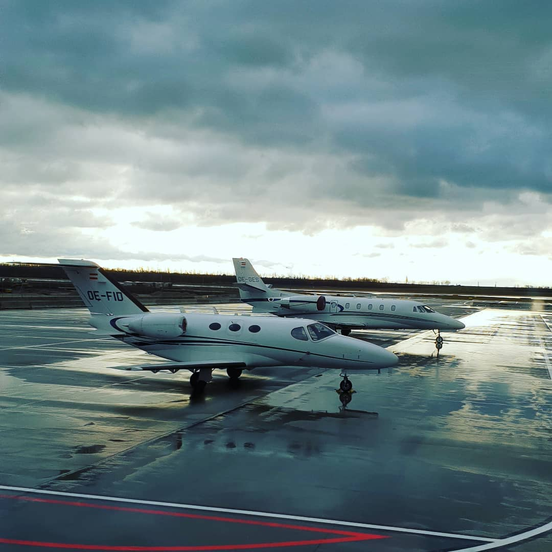 Let's fly, let's fly with with me #airport #privatejet #austrianinstagram #austrianblogger