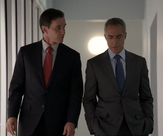 Tim DeKay as Agent Peter Burke, Titus Welliver as Senator Pratt (Image © USA Network)