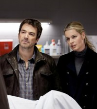 Jon Tenney and Rebecca Romijn in TNT's King and Maxwell. Image © TNT