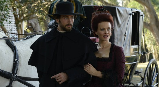 Pictured: Tom Mison and Katia Winter -- © 2013 Fox Broadcasting Co.
