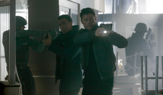 """Det. John Kennex (Karl Urban, R) and Dorian (Michael Ealy, L) in the """"Simon Says"""" episode of Almost Human. Co. Cr: Katie Yu / FOX"""