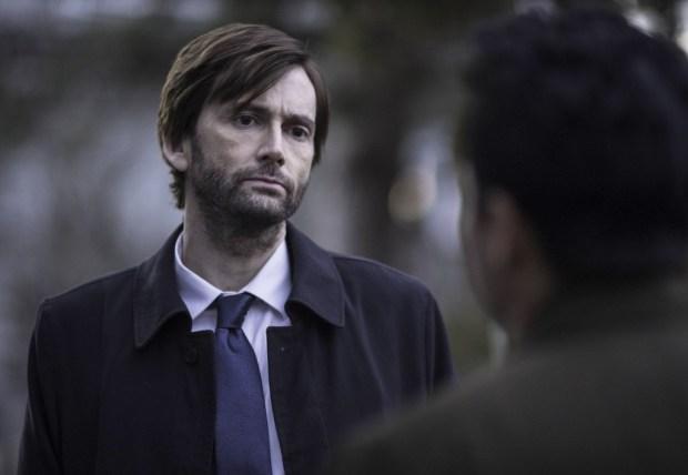 Detective Emmett Carver (David Tennant, L) questions Mark Solano (Michael Peña, R) Co. Cr: Ed Araquel/FOX