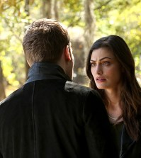Pictured (L-R): Joseph Morgan as Klaus and Phoebe Tonkin as Hayley -- Photo: Quantrell Colbert/The CW