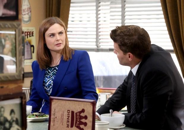 Brennan (Emily Deschanel, L) and Booth (David Boreanaz, R)   Co. Cr: Patrick McElhenney/FOX