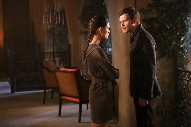Pictured (L-R): Phoebe Tonkin as Hayley and Joseph Morgan as Klaus  -- Photo: Quantrell Colbert/The CW -