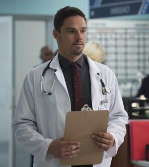 Pictured: Jay Ryan as Vincent -- Photo: Christos Kalohoridis/The CW