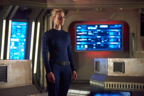 Pictured: Zoie Palmer as The Android -- (Photo by: Steve Wilkie/Prodigy Pictures/Syfy)