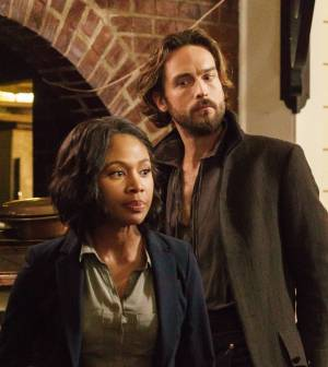 SLEEPY HOLLOW: Ichabod Crane (Tom Mison, L) and Abbie (Nicole Beharie, R) | Co. CR: Tina Rowden/FOX