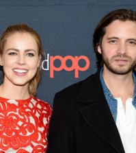 """NEW YORK COMIC CON -- """"12 Monkeys Press Room"""" -- Pictured: (l-r) Amanda Schull, Aaron Stanford -- (Photo by: Mike Coppola/Syfy)"""