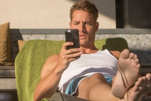 "THIS IS US -- ""The Pool"" Episode 104 -- Pictured: Justin Hartley as Kevin -- (Photo by: Ron Batzdorff/NBC)"