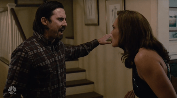 """This is Us """"Moonshadow"""" Pictured: Milo Ventimiglia as Jack, Mandy Moore as Rebecca."""