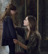 """The Originals -- """"Voodoo In My Blood"""" -- Pictured (L-R): Summer Fontana as Hope and Phoebe Tonkin as Hayley-- Photo: Bob Mahoney/The CW"""