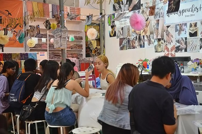 Henna tattooing at Geylang Serai Bazaar 2017