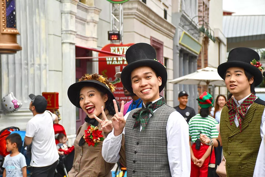Friendly Victorians at Universal Christmas 2017, Singapore.