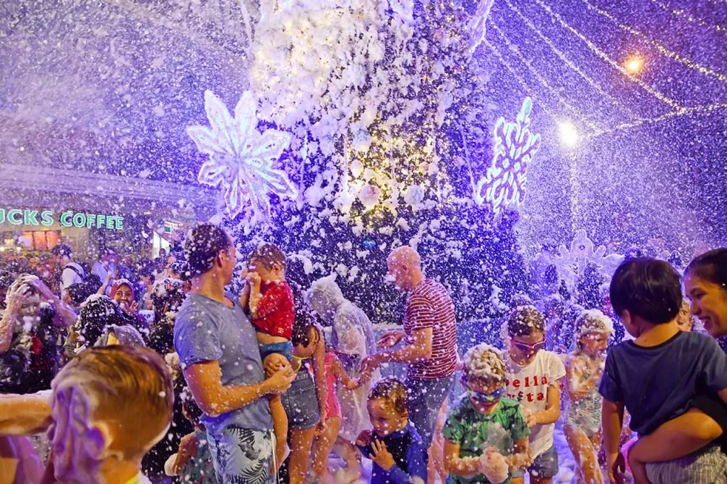 Tanglin Mall Christmas Winterland Snowfall 2018.