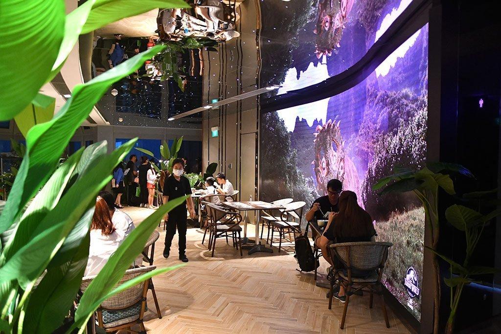 Jurassic World Café Ambience.