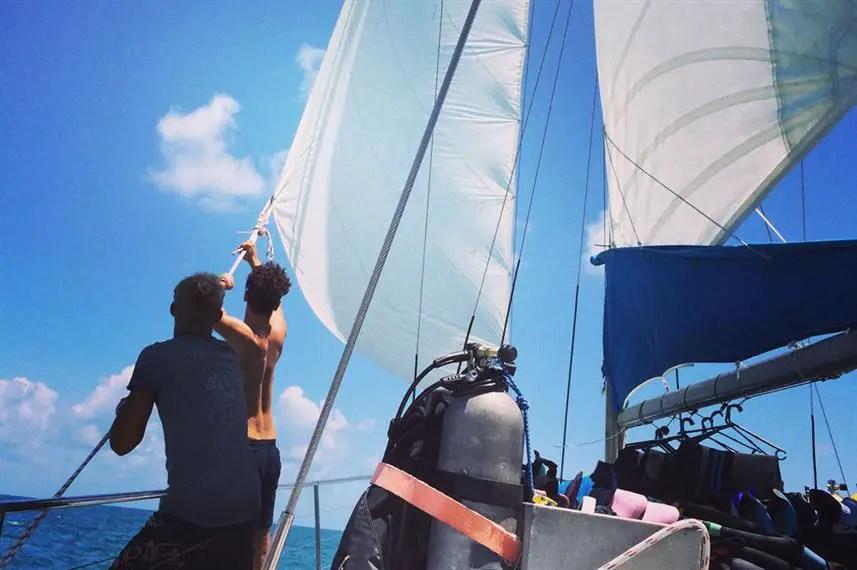 Rum Runner liveaboard sailboat - cheap charter dive boat
