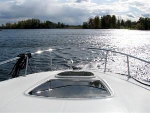 boat-bow-underway