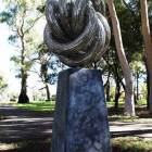 Eternity-by-Lachlan-Ross-sculptura