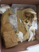 Départ à la galerie, les sculptures ne sont pas cuites et donc TRÈS fragiles.