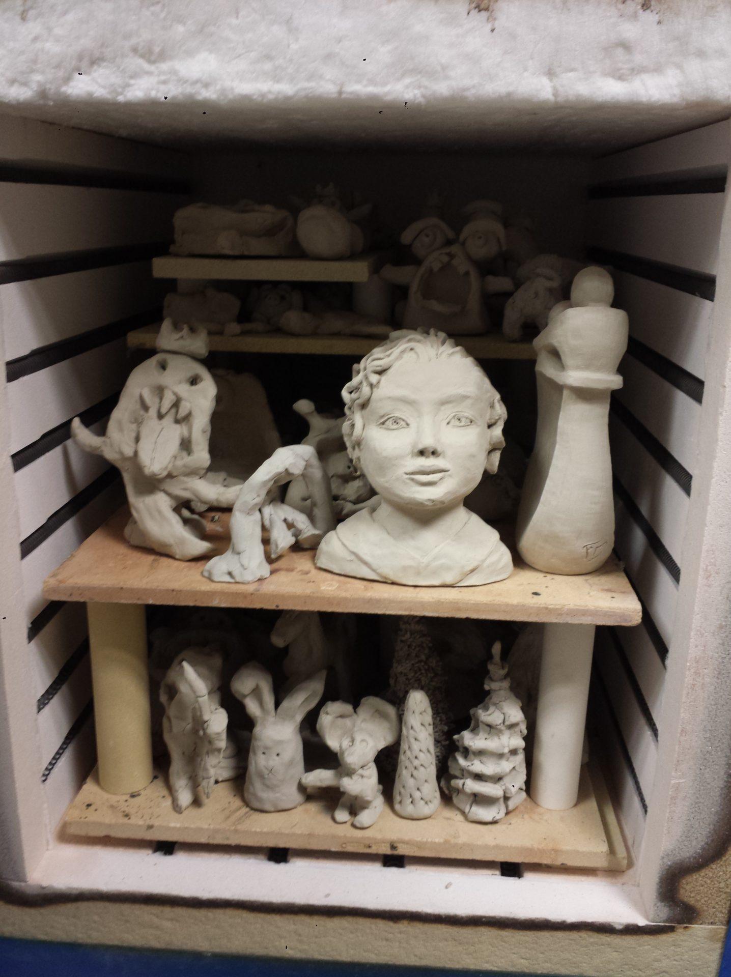 four ceramique sculpture en argile