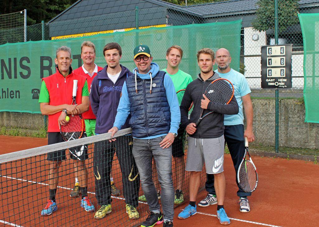 Tennismannschaft des SCV Neuenbeken steigt in den Bezirk auf